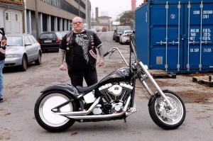 hansi-man-bike
